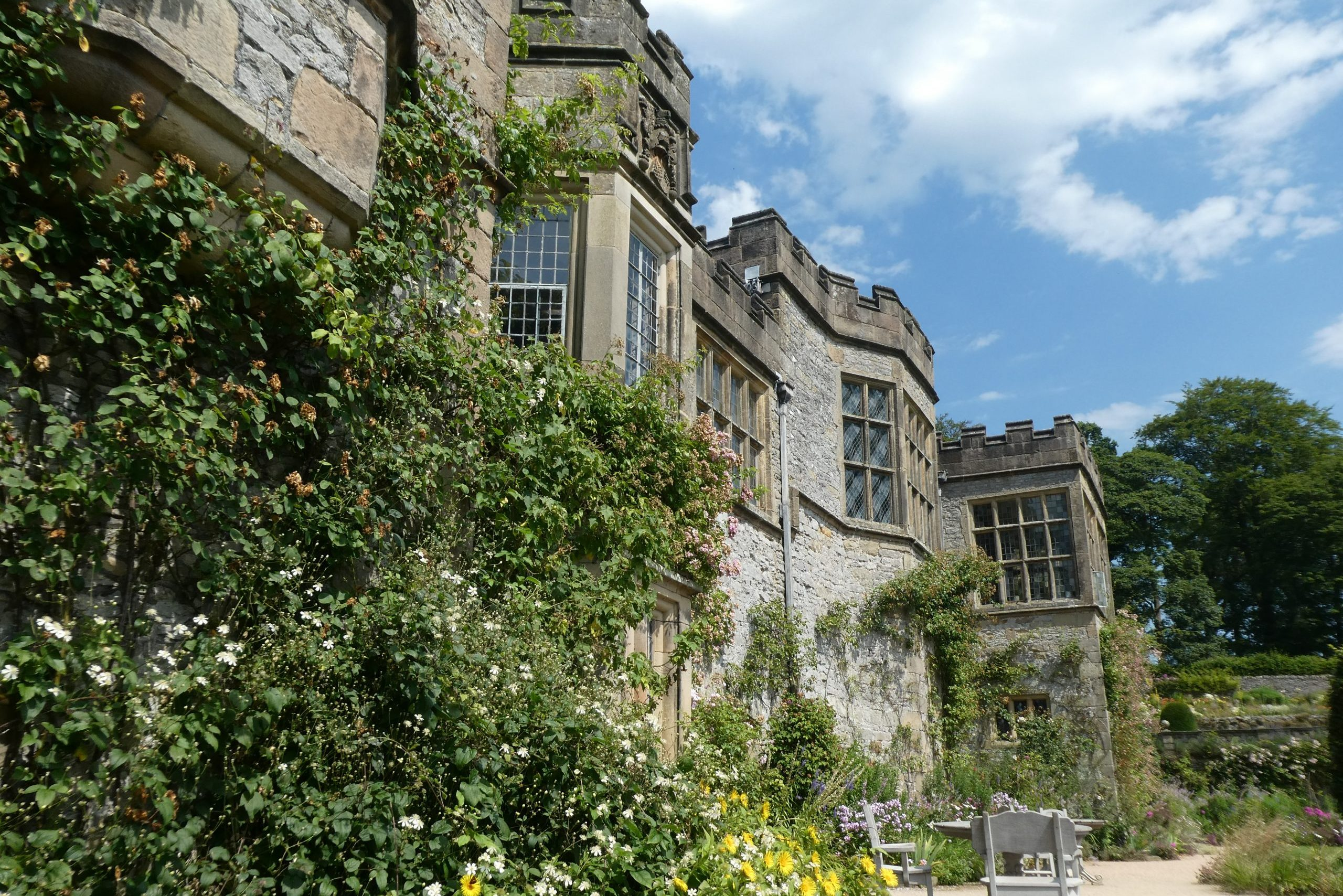 Visit beautiful Haddon Hall with Allied Taxis